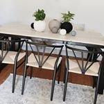 V?ra superfina Delta stolar g?r sig riktigt snyggt hemma hos goa @designbymirelle ~ ~ ~ #trendrum #interiordesign #interior #inredning #furniture #design #scandinaviandesign #home #homeinspo #inspiration #interior123 #picoftheday #potd #beautiful #style #decoration #decor #kitchen #dining #diningroom #sweden #swedish #kitchen #chair #hemma #webshop #black #rotting #nature