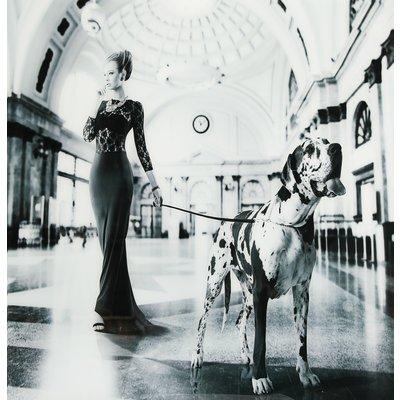 Glastavla Dam med hund - 120x120 cm
